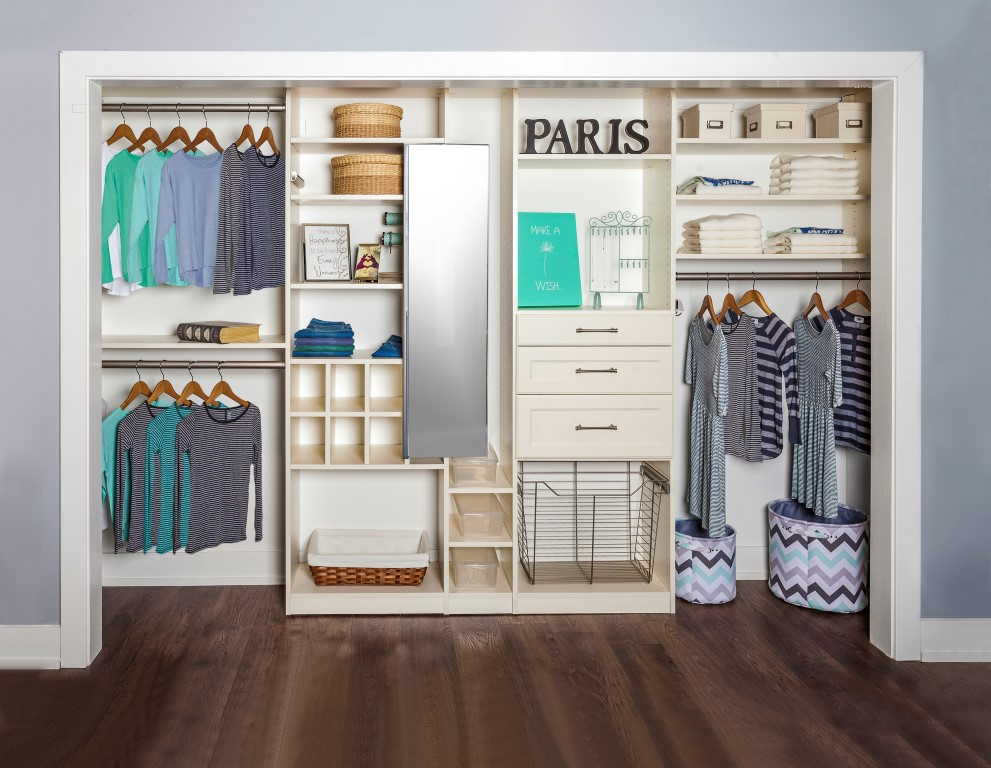 tween-reach-in-closet_hi